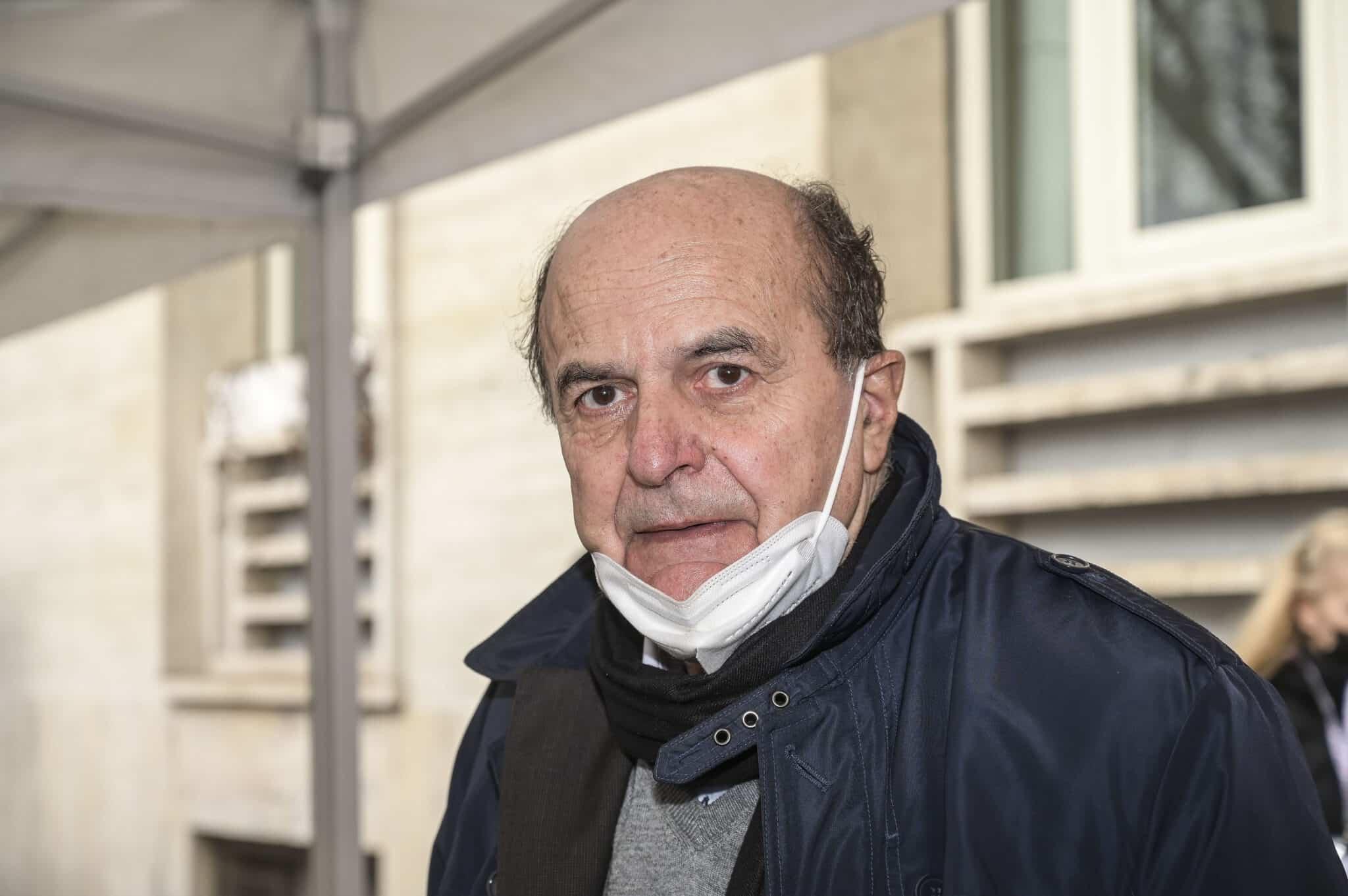 Delirio Bersani: invoca la legge Mancino per i no vax