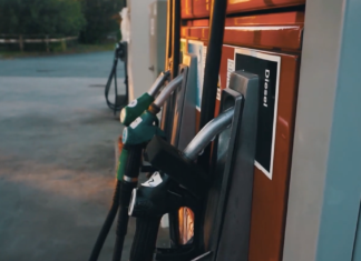 Prezzo benzina inarrestabile